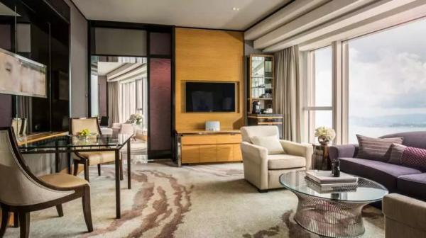 【 8星米芝蓮美食住宿之旅】尊貴8星米芝蓮住宿套票|香港四季酒店 Four Seasons Hong Kong Hotel