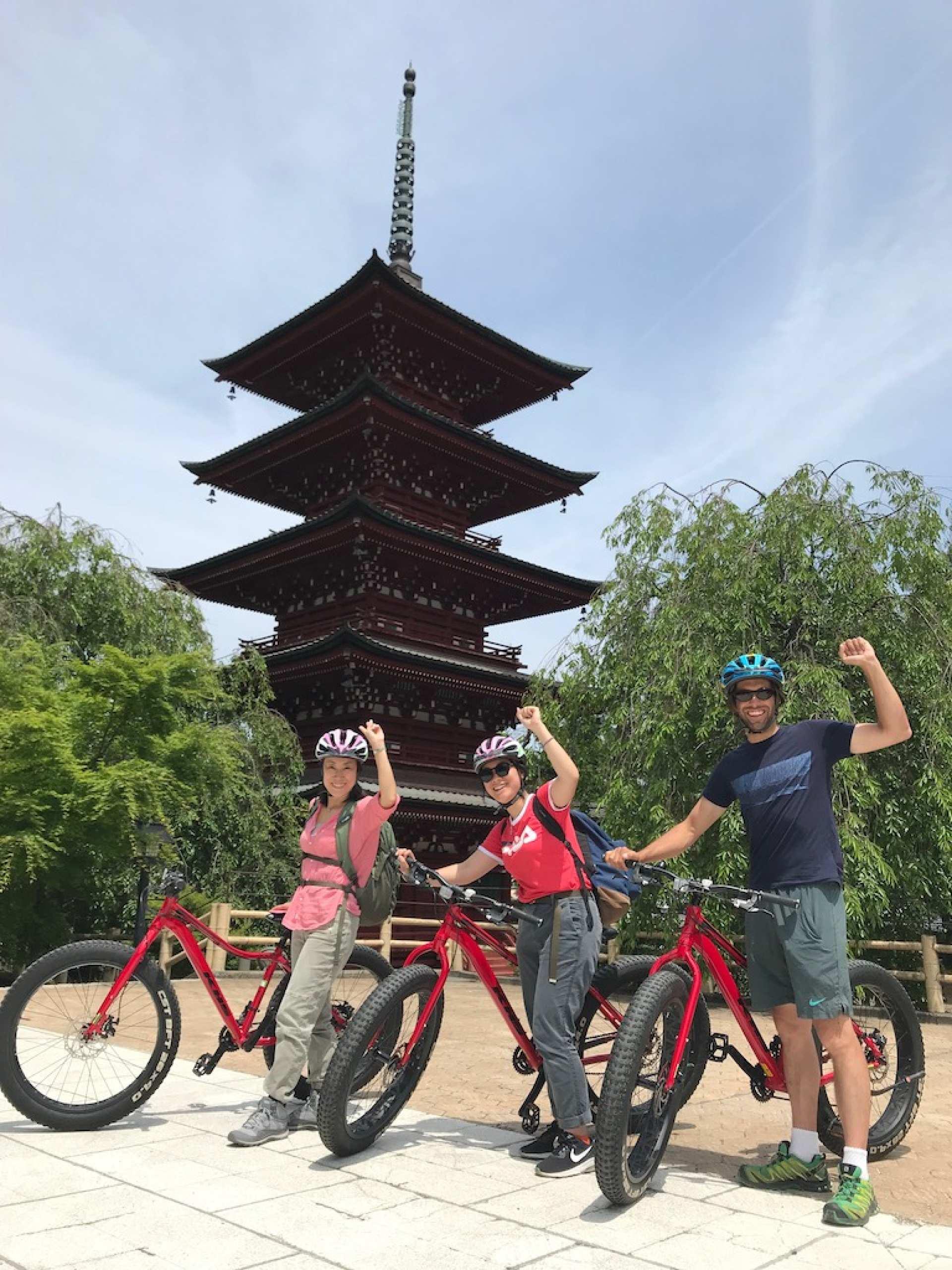 青森・弘前|弘前城周辺サイクリングツアー(ガイド付)|KKday記念品付