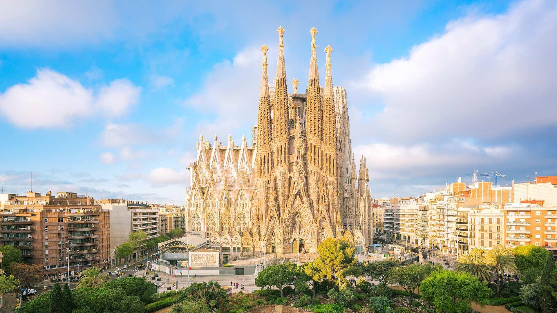 【世界遺産】サグラダ・ファミリア優先入場+英語ガイドツアー:塔入場選択可