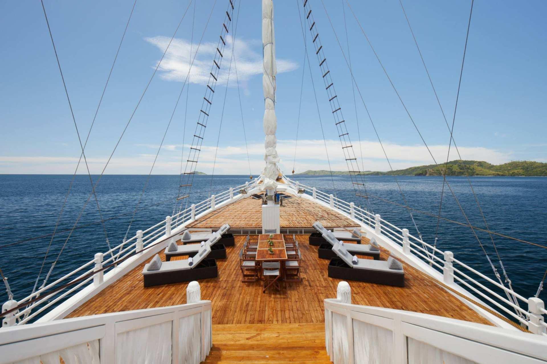 【科莫多島五天四夜】五星級阿雅娜科莫多度假村、豪華木質帆船體驗船宿、科莫多國家公園跳島一日遊