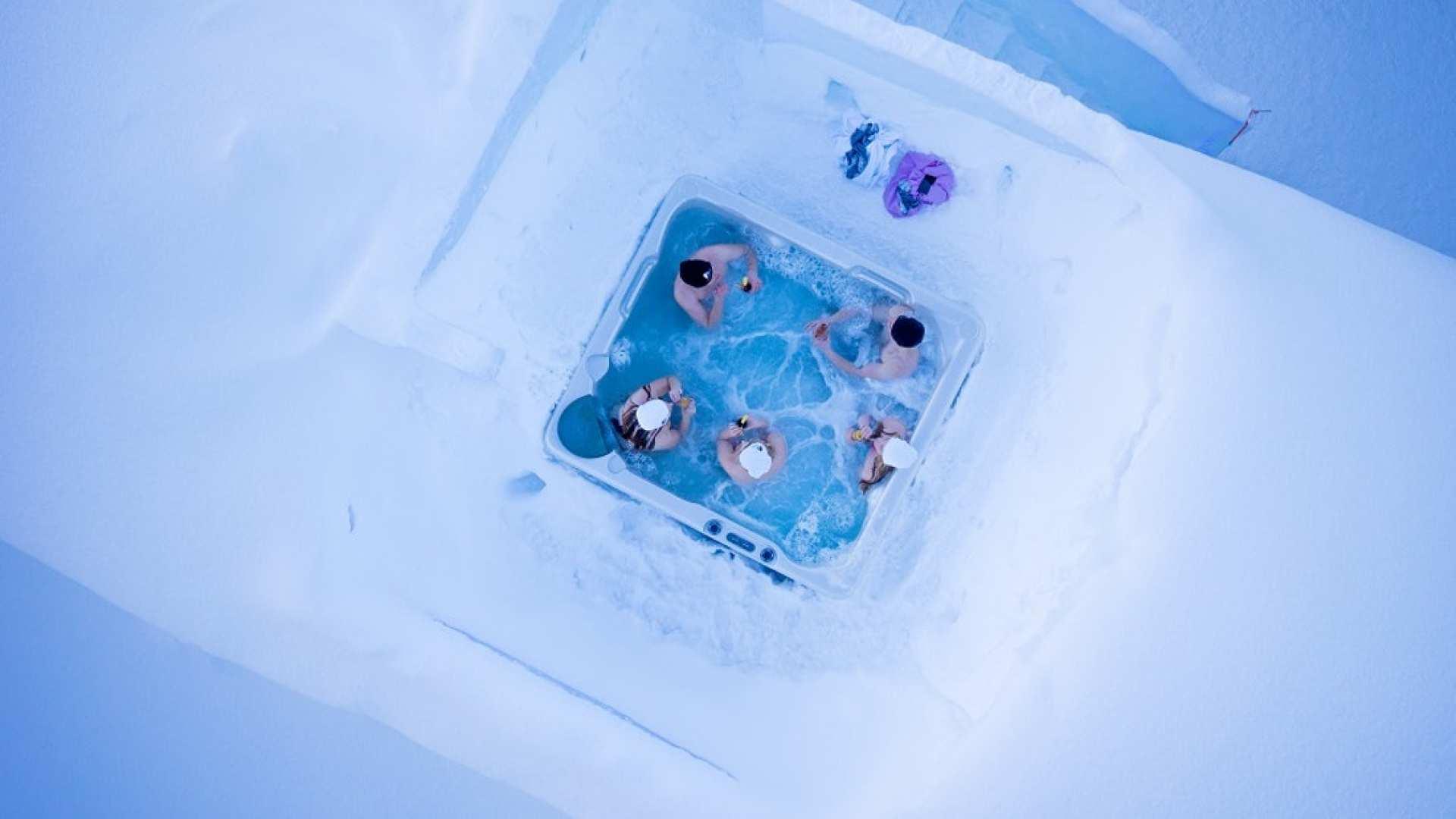 【芬蘭北極之夜】北極冰屋熱桑拿+野外湯浴賞極光+歐納斯原始森林山頂賞極光(含鮭魚晚餐)
