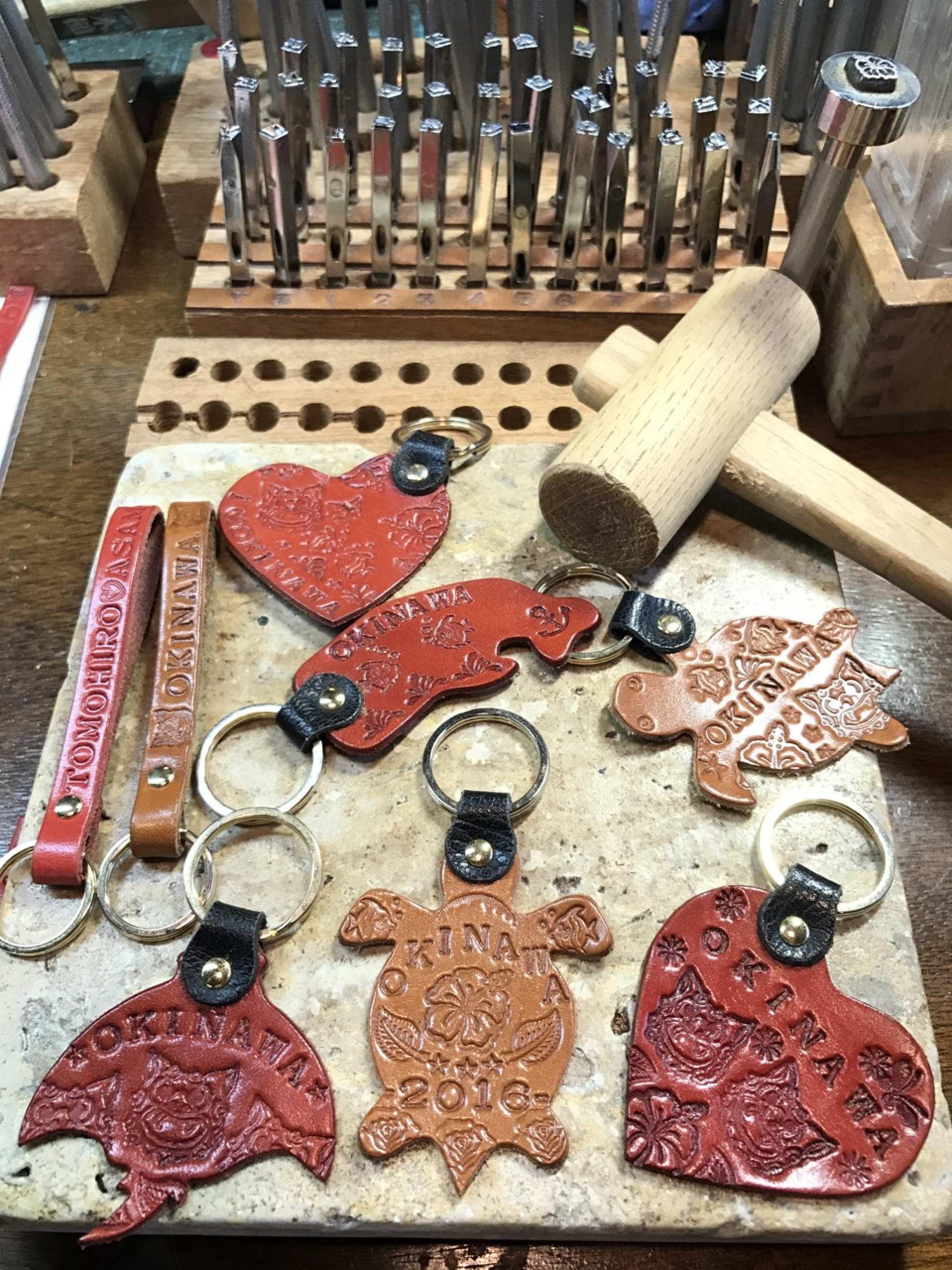 【沖繩特色體驗】沖繩文化王國獨一無二紀念品:製作沖繩皮件