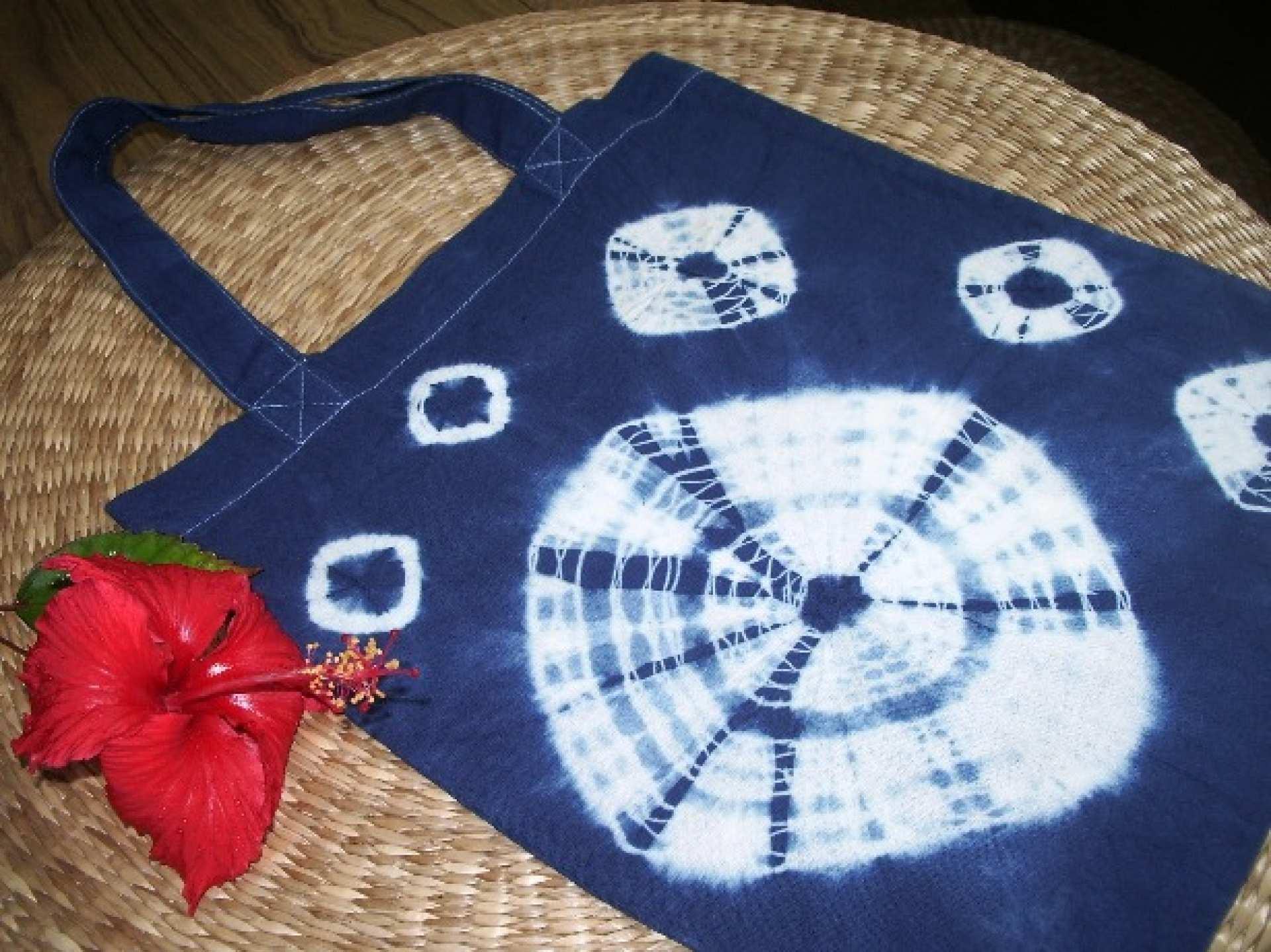【沖繩特色體驗】沖繩文化王國傳統工藝藍染:手作復古手工提袋