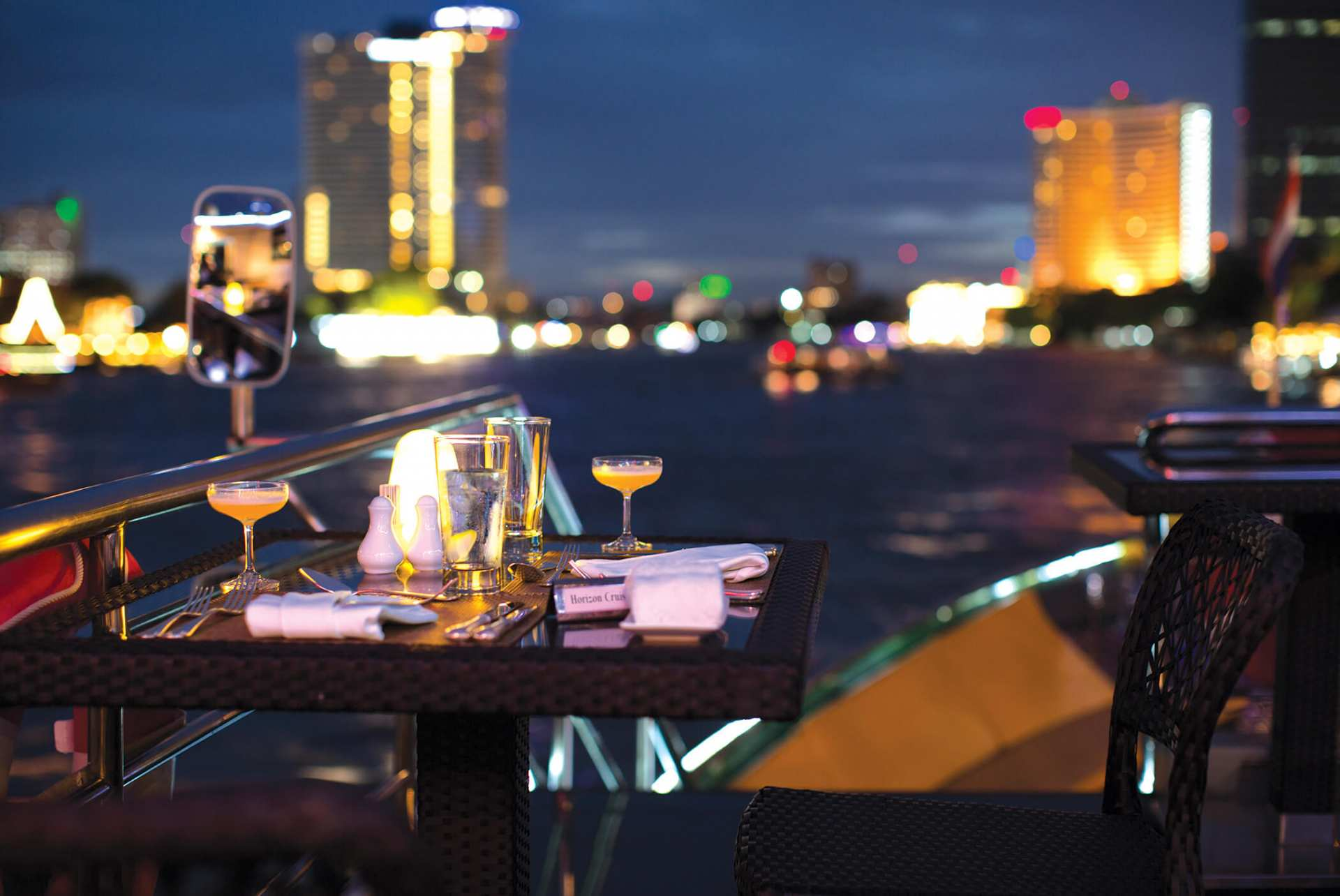 【バンコク】シャングリラホテル・ホライゾン・ディナークルーズ:利用チケット
