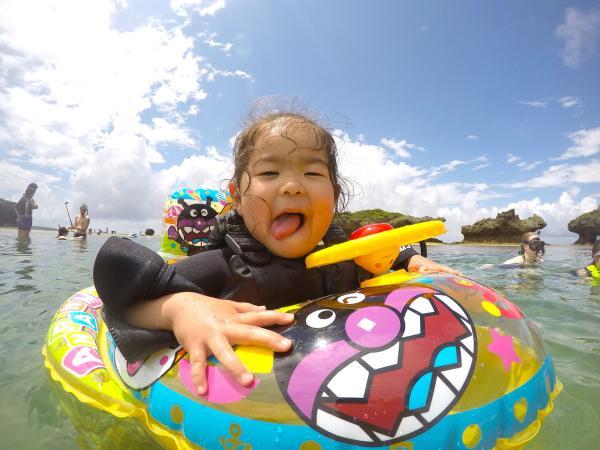 【【沖繩親子水上活動】2歲起可參加!恩納村海邊浮潛之旅