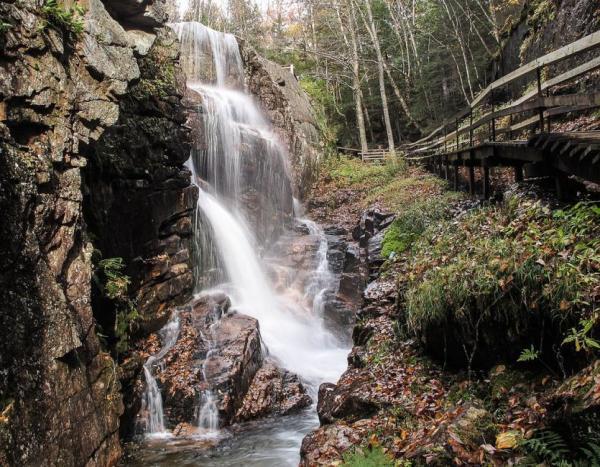 【【跳越七個瀑布】墾丁七孔瀑布溯溪垂降體驗