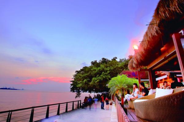 【【經典浪漫景觀餐廳】淡水八里水灣餐廳套餐與輕午茶券