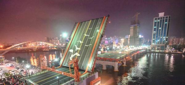 【【釜山人帶你遊市區】夜遊影島大橋、釜山塔、國際市場、BIFF廣場