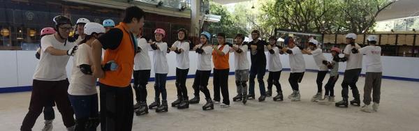 【【台北MAJI市集熱門滑冰體驗】冰星球滑冰場大人小孩都適合