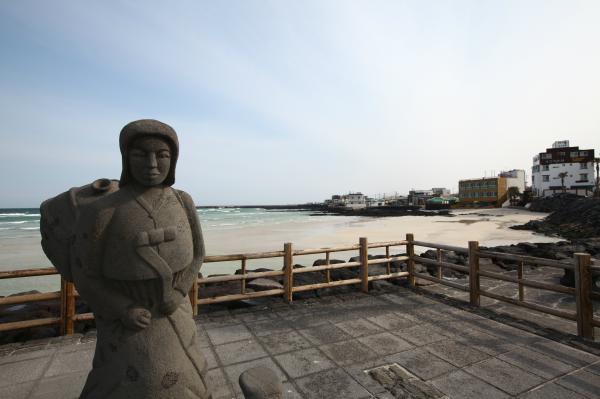 【【韓國濟州西部】挾才海水浴場、山房窟寺、O'sulloc 綠茶博物館、松岳山一日遊