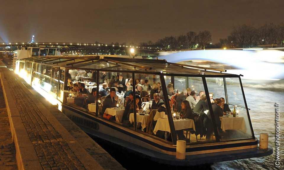 【パリ】年越しカウントダウン セーヌ川ディナークルーズ Marina de Bercy:乗船チケット(送迎付き)