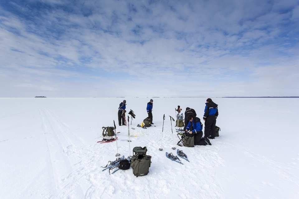 【芬蘭特色體驗】羅瓦涅米森林踏雪+拉普蘭式冰上釣魚+雪地烤鮭魚半日遊